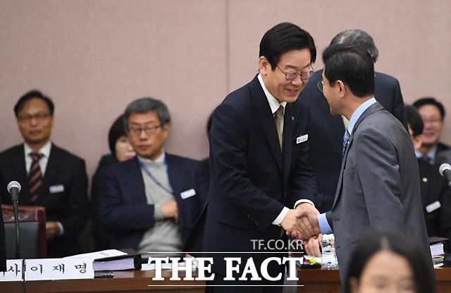 정인화 민주평화당 의원과도 반가운 인사