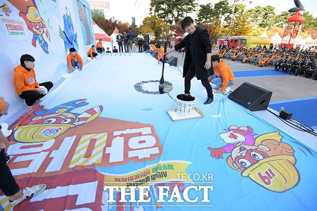 안전 서울 캘리그라피 퍼포먼스