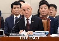 [TF포토] 국감서 답변하는 이효성 방통위원장