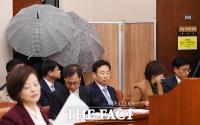 [TF포토] 여가위 국감 참고인 출석한 '강서구 살인사건' 피해자 딸