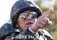[TF프리즘] 임종석의 'DMZ 시찰' '선글라스'가 불러온 후폭풍