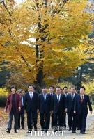[TF포토] 문의장-5당대표, 가을 만끽하는 초월회