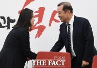 [TF포토] 출산휴가 마친 신보라 의원, '국회 복귀했습니다!'
