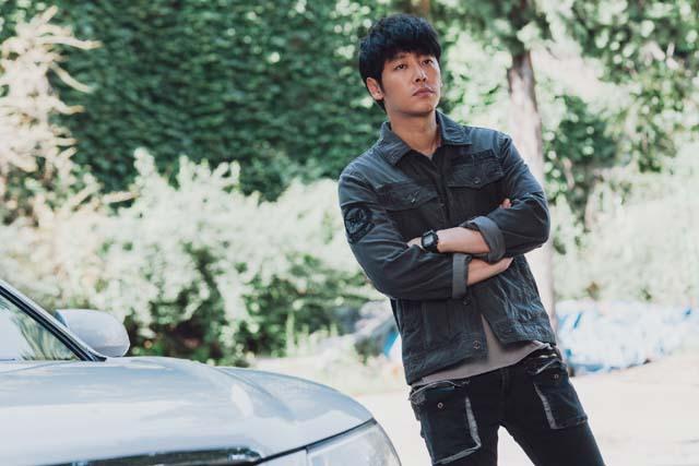 김동욱은 윤화평 역으로 새로운 인생캐릭터를 만났다는 평을 들었다. /OCN 제공