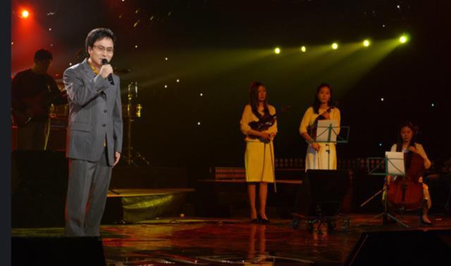 90년대 후반 김종환은 당시 최고 인기였던 H.O.T, 젝스키스, S.E.S, 핑클, 김건모, 신승훈 등을 모두 제치고 골든 디스크 대상을 받았다. /KBS 제공