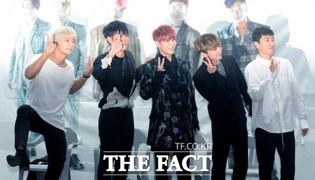 강성훈(가운데)이 소속한 그룹 젝스키스는 지난 2016년 MBC 무한도전을 통해 재결합한 후 활동을 재개했으며, 올해로 데뷔 21주년을 맞았다. /더팩트 DB