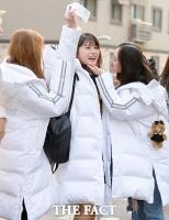 [TF포토] '수험생', 모모랜드 아인…'언니들의 응원 받으며!'