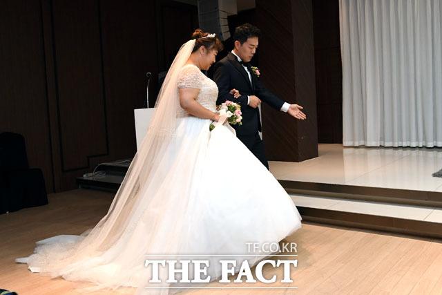 결혼식 앞두고 기자회견 참석하는 홍윤화-김민기