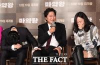 [TF포토] 조정석-배두나, '웃음폭탄' 송강호에 빵 터진 후배들