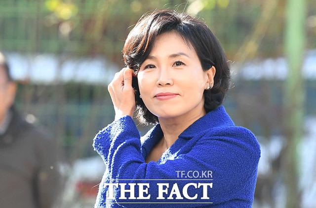 경찰은 이 지사의 아내인 김혜경 씨가 혜경궁 김씨 트위터 계정주라고 주장했지만, 이 지사 측은 정황 증거일 뿐이라며 전면 부인했다. 김 씨가 지난 2일 오전 경기남부경찰청 사이버수사대에 피고발인 신분으로 출석한 모습 /임세준 기자