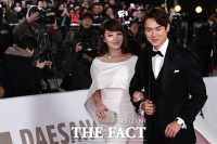 [TF포토] 김혜수-유연석, '레드카펫 밟는 청룡영화상 MC 커플'