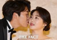 [TF포토] 결혼식 올리는 정인욱-허민, '사랑의 키스'