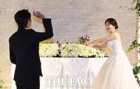 [TF포토] 정인욱, '허민 향한 사랑의 직구'