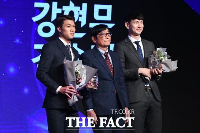 전경기/전시간 출전상을 수상한 포항 스틸러스의 강현무(왼쪽)와 김승대 선수