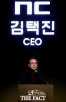[TF포토] 리니지 리마스터 공개하는 엔씨소프트 김택진 대표