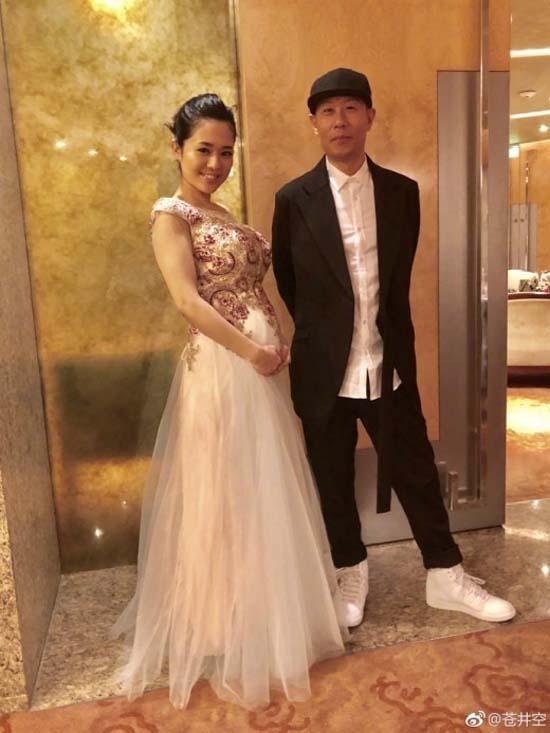 아오이 소라(왼쪽)과 남편 DJ NON. 지난 1월 아오이 소라는 자신의 블로그에 결혼 소식을 밝혔다. /아이오 소라 웨이보