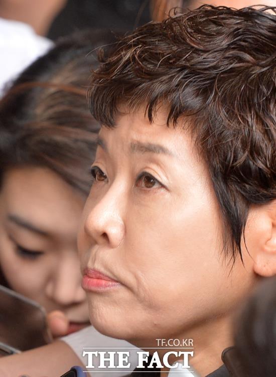 이혼 당시 조정내용을 위반했다? 김미화는 최근 13년 전 이혼한 전 남편 김모 씨로부터 억대소송을 당했다. /문병희 기자