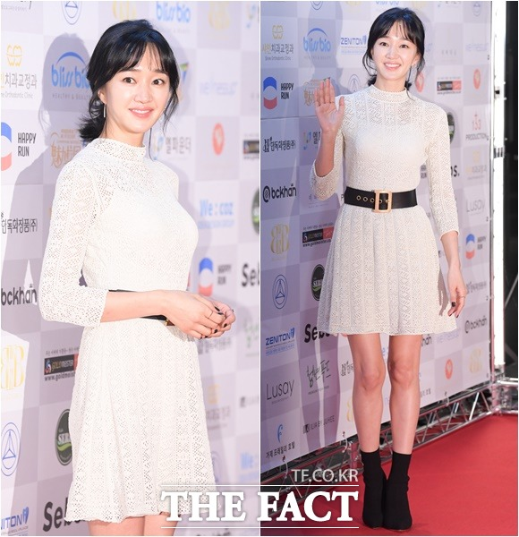 배우 수애가 12일 오후 서울 용산구 그랜드하얏트호텔에서 열린 2018 대한민국 베스트 스타상에 참석해 포토타임을 갖고 있다. /김세정 기자