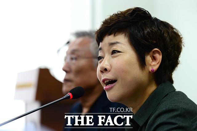 방송인 김미화씨는 이언주 바른미래당 의원의 이와 같은 지적에 대해 실망스럽다. 사과를 요구한 것이지 말장난을 요구한 것이 아니다라며 반박했다. /남용희 기자
