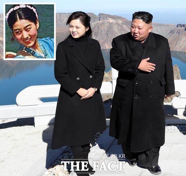 김정은 북한 국무위원장의 어머니인 고용희가 일본 오사카가 아닌 전남 목포에서 태어났다는 주장이 제기됐다. 사진은 김 위원장과 리설주 여사의 백두산 등정 모습. 왼쪽 사진은 김 위원장의 어머니인 고 씨. /뉴시스·평양사진공동취재단