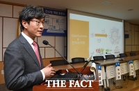 [TF포토] '전자상거래소비자보호법' 토론회서 발제하는 최경진 교수