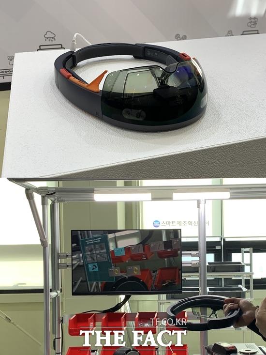 AR 스마트 글래스는 AR 안경을 쓰면 설비, 부품 정보와 조립 매뉴얼 등을 확인할 수 있는 서비스다. /안산=서민지 기자