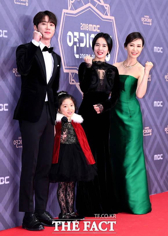 드라마 이별이 떠났다의 이준영과 신비, 정혜영, 채시라(왼쪽부터)