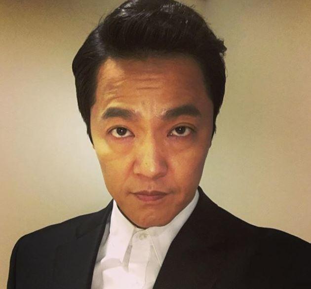 안녕하세요, 배우 조한철입니다 연기파 배우 조한철이 <더팩트> 독자를 위한 새해 인사를 전했다. /조한철 인스타그램