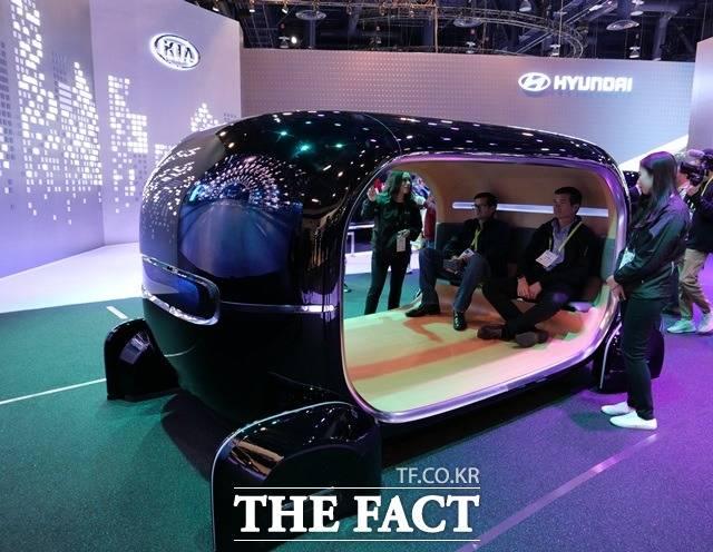 기아자동차의 자율주행차는 실시간 감정반응 차량제어 시스템이 탑재돼 탑승자의 감정과 컨디션에 따라 소리, 진동, 향기, 조명 등 주변 환경을 자동으로 맞춰준다. /라스베이거스=서민지 기자