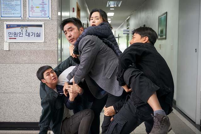 '극한직업'은 마약반 형사 5인방의 분투를 다룬 작품이다.  /CJ엔터테인먼트 제공