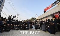 [TF포토] 대법원 포토라인 앞에서 입장 밝히는 양승태