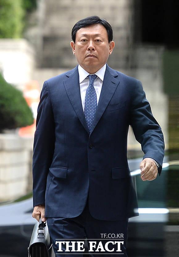 17일 롯데그룹에 따르면 신동빈 회장은 전날(16일) 일본행 출장길에 올랐다. /더팩트 DB