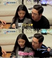 [TF댓글뉴스] '우월 DNA' 김동희, 딸 공개..