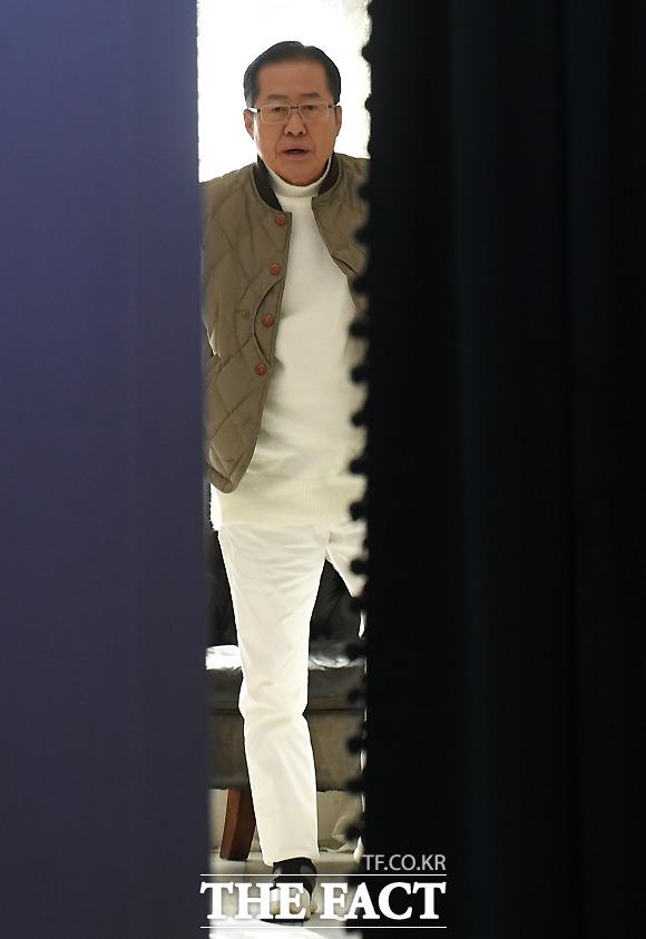 대표직 벗고 한층 젊어진(?) 패션