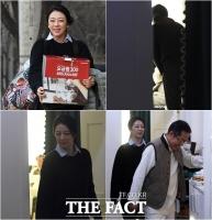 [TF포토] 배현진, 홍카콜라 소품 준비에 매니저 역할까지 '바쁘다 바빠~'