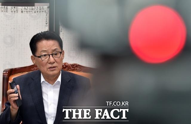 손혜원 의원이 배신의 아이콘이라고 지목한 박지원 민주평화당 의원이 손 의원은 투기의 아이콘이라고 역공을 가했다. /더팩트DB