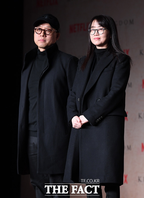 김성훈 감독(왼쪽)과 김은희 작가
