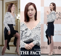 [TF포토] '4년만에 복귀', 김유미…'파격적인 섹시 투피스'