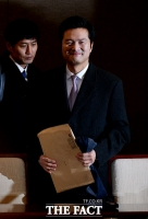 [TF포토] 지지자들의 응원 속 기자회견 마친 김태우 수사관
