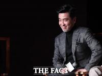 [TF포토] 류승룡, '매력 넘치는 중년남'