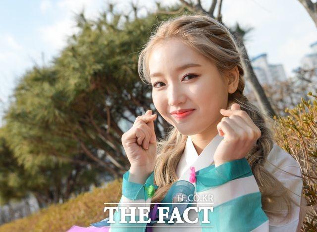 그룹 이달의 소녀의 멤버 고원이 22일 서울 마포구 상암동 더팩트 사옥에서 진행된 인터뷰에서 포즈를 취하고 있다. /김세정 기자