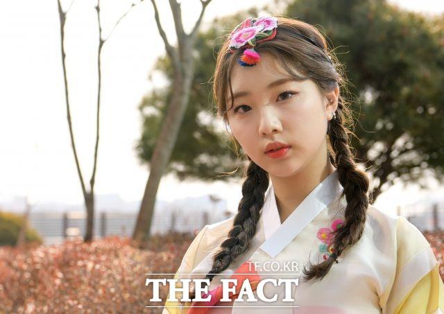 그룹 이달의 소녀의 멤버 여진이 22일 서울 마포구 상암동 더팩트 사옥에서 진행된 인터뷰에서 포즈를 취하고 있다. /김세정 기자