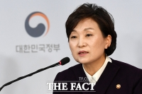 [TF포토] 표준주택 공시가격 브리핑 하는 김현미 국토부 장관