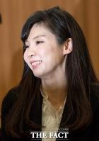 [TF포토] 기자회견 통해 미소 찾은 서지현 검사