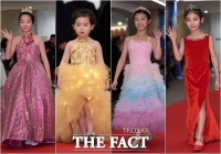 [TF포토] '개성만큼 알록달록' 레드카펫 수놓는 드레스