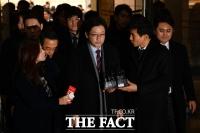 [TF포토] 법원 선고 앞둔 김경수 지사