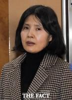 [TF포토] 법정 향하는 '고은 성추행 폭로' 최영미 시인