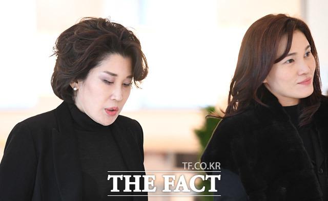 정유경 신세계그룹 백화점부문 총괄사장(왼쪽)과 이서현 삼성복지재단 이사장