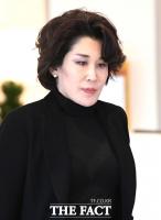 [TF포토] '고 이인희 고문 빈소 찾은 정유경 사장'