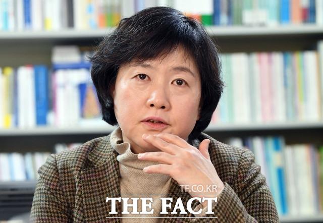 김은주 소장은 남녀동수법안에 대해  대의민주주의에선 선거권뿐만 아니라 피선거권, 국민의 대표가 되는 그 자리에서도 여성과 남성이 동등할 수 있는 권리를 보장해야 하는 것이라고 강조했다. /이새롬 기자